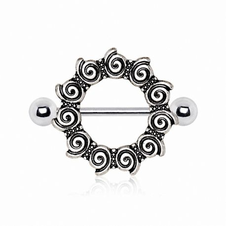 Piercing téton bouclier tribal spirales