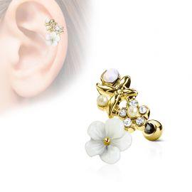 Piercing cartilage hélix fleur blanche plaqué or